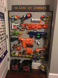 Nerf Gun Storage, Diy Toy Storage, Storage Chest, Wall Storage, Bedroom Storage, Boys Bedroom Decor, Room Wall Decor, Young Boys Bedroom Ideas, Childs Bedroom