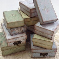 how to make Miniature Vintage Photo Boxes in 1/12 scale - shabby chic dollhouse