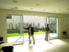 Ventana corrediza de 4 hojas - VC Aluminio Ideas Para, Terrace, Brick, Loft, Windows, Architecture, Home Decor, Youtube, Living Comedor