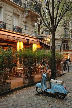 Vespa to cafe