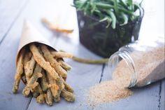 Non sapete quale snack preparare ai vostri ospiti? Provate i fagiolini fritti! Croccanti bastoncini da servire come antipasto o contorno!