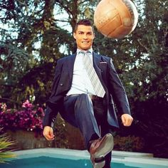 sacoorbrothers Dress like a Champion. World Best Football Player, Good Soccer Players, Football Players, Cr7 Ronaldo, Cristiano Ronaldo 7, Real Madrid, Ronaldo Free Kick, Soccer Stars, Tears Of Joy