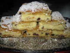 Reteta culinara Desert placinta cu iaurt si stafide din categoria Dulciuri. Cum sa faci Desert placinta cu iaurt si stafide