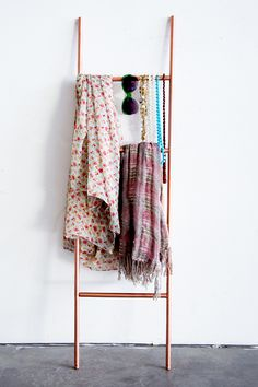 Copper Scarf Ladder  |60 DIY Copper Projects