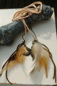 ibiza style kettting met veren, kan ook als riem gedragen worden. www.labiza.nl