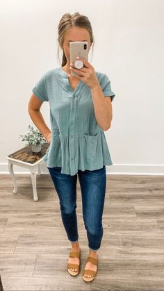 20 more herbst lässige outfits einfach , autumn casual outfits simple , casual outfits Business. Plus Size casual outfits. Simple Casual Outfits, Cute Outfits, Peplum Top Outfits, Laid Back Outfits, Everyday Casual Outfits, Comfy Casual, Looks Style, My Style, Teaching Outfits