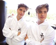 The way they smile is so cute ❤️❤️❤️❤️❤️😊😊😊😊😊 Martinez Twins Emilio, Emilio And Ivan Martinez, Martenez Twins, Cute Twins, Martinez Twins Wallpaper, Chance And Anthony, Blonde Twins, Martinez Brothers, Jake Paul Team 10