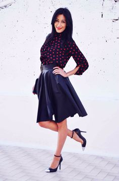 Holiday rock, leather skirt & hearts shirt highheels, gonna ruota pelle ecopelle ootd, sexy, look, moda Inverno moda 2015, heels, fashion, chic - outfit fashion blogger Heels Allure by Marianna Farese