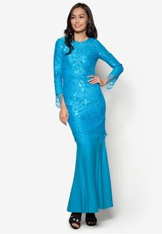 Baju Kurung Lace - Vercato Lora from VERCATO in Blue VERCATO has outdone themselves again with this truly breathtaking creation tailored to today's urban Muslimahs. The classic baju kurung construction gets a hefty feminine injection thanks to the gorgeous lacey overlay that simply ooze of effortless e... #bajukurung #bajukurungmoden