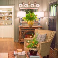 A Georgia Designer's Classic Southern Interiors – Blue and White Home Southern Homes, Southern Style, Maggie Griffin, Inviting Home, Bright Kitchens, Dining Room Chairs, Rattan Chairs, White Houses, Classic House
