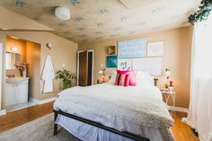 Hosting for the Holidays / Guest Room Makeover - Hello Yellow Blog #LeonsHelloHoliday