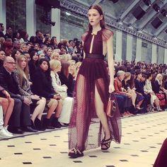 """Stun."" #burberry #londonfashionweek #runway #ss16 #fashionweek #london #lfw #dayfour #UK #britishfashioncouncil #fashion #art #design #instagood #picoftheday #photooftheday #kashimoney #VaughnLowery #360Magazine #GlobalSociety http://the360mag.com/feature.html"