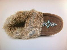 MANITOBAH MUKLUKS Slippers MOCCASINS Indian by ROGUESANDREBELS Indian Blankets, Rabbit Fur, Shoe Boots, Shoes, Moccasins, Random Things, Jewelry Accessories, Slippers, Bead