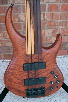 Custom Bass Guitar, Guitar Rig, Cool Guitar, Acoustic Guitar, Bass Guitars, Custom Guitars, Brandon Bass, Banjo, Jazz Instruments