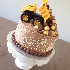 I feel like this would make a great smash cake for photos! Give the kiddo something to drive on the cake and play with it, make for some cute pictures!