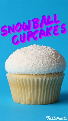 These are the perfect cupcakes to make in winter. These are the perfect cupcakes to make in winter. Winter Cupcakes, Cupcakes Cool, Cute Cakes, Cupcake Flavors, Cupcake Recipes, Baking Recipes, Cupcake Cakes, No Bake Treats, No Bake Desserts