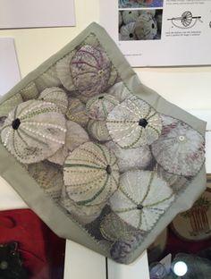 Finalmente ci sono riuscita. Da anni durante l'estate iniziavo a guardare il sito del Knitting and Stitching Show, che si tiene a Londra in ...