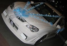 the style - 4 instead of 2 Wedding Car Decorations, Wedding Cars, Wedding Themes, Dream Wedding, Car Decorating, Team Cherry, Just Married Car, Groomsmen Outfits, Music Decor