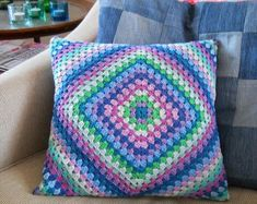 Transcendent Crochet a Solid Granny Square Ideas. Inconceivable Crochet a Solid Granny Square Ideas. Crochet Cushion Pattern, Cushion Cover Pattern, Crochet Cushion Cover, Crochet Cushions, Easy Crochet Patterns, Cushion Covers, Crochet Owls, Free Crochet, Knitting Patterns