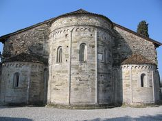 Romanesque apses in the province of Bergamo.