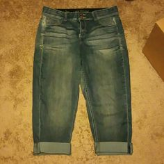 Jean cropped pants Size 16, no rips or tears, very comfortable, crop with tighter tummy technology, 78% cotton 20% polyester 2% spandex Lane Bryant Jeans Ankle & Cropped