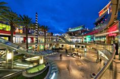 Originally designed by Frank Gehry, Santa Monica Place opened in 1980 and underwent renovations in 1990 and Completed in Fall this square. Santa Monica California, California Love, Santa Monica Place, Beautiful Architecture, Kung Fu, West Coast, Beverly Hills, Martial Arts, Places Ive Been