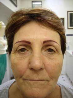Many tattooed eyebrows can pop out, but most stay in a subtle range of noticeability. A person's eyebrows are usually the first thing we… Feather Eyebrow Tattoo, Bad Eyebrow Tattoo, Semi Permanent Eyebrow Tattoo, Permanent Makeup Eyebrows, Tattoo Eyebrows, Hair Stroke Eyebrows, Bad Eyebrows, Perfect Eyebrows, Pictures Of Eyebrows