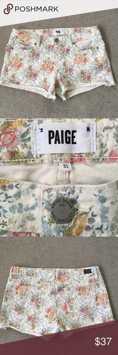 Paige Floral Short Size 31 Excellent condition  No tradeNo model Paige Jeans Shorts Jean Shorts