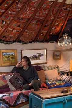 Building a yurt do it yourself yurts pinterest yurts moon to moon the cosy yurt home of alexandra fuller solutioingenieria Choice Image