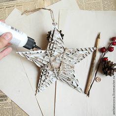 8.  Для того чтобы получить эффект небольших снежных сугробов по краям нашей звезды, необходимо нанести белую акриловую краску через тюбик с острым носиком, либо купить уже готовую контурную краску в любом художественном магазине. Проходим краской по краям