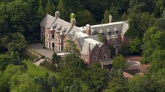 Real estate house talk today is a sampler. Celebrity real estate Billy Joel's Hamptons house, Schweppe Estate in Lake Forest IL and love Highclere Castle. Haunted Houses For Sale, Haunted Mansion, Lago Michigan, Mansions Homes, Mega Mansions, Luxury Mansions, Abandoned Mansions, Abandoned Houses, Lake Forest