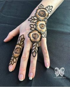 bold florals & leaves 🌿💫 // by Rose Mehndi Designs, Khafif Mehndi Design, Henna Designs Feet, Finger Henna Designs, Modern Mehndi Designs, Dulhan Mehndi Designs, Mehndi Designs For Fingers, Wedding Mehndi Designs, Mehndi Design Pictures