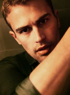 Want to get to know this hottie a little bit better? Here are five reasons why we're undeniably captivated by Divergent star, Theo James.