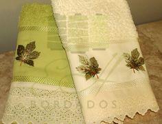 Toalhas de banho e rosto bordados com folhas e acabamento em bordado inglês. Bath towels and face embroidered with leaves and finish in English embroidery.