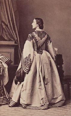 1860s civil war era fashion - beautiful trim!
