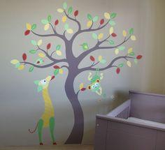babykamer boom in muursticker stijl