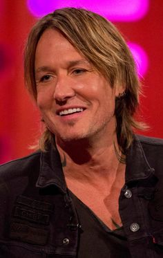 Keith Urban is an Australian-American country music star that's best known for his marriage to award-winning actress Nicole Kidman. Country Music Artists, Country Music Stars, Country Singers, Singer Sam Smith, Best Guitar Players, Reggae Music, Music Music, Teresa Palmer, Keith Urban