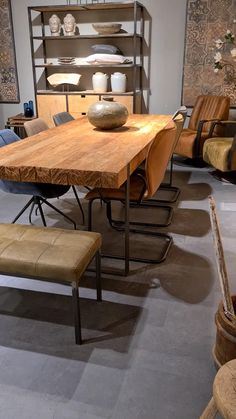 Home Decor Kitchen, Industrial Style Kitchen, Interior, Modern Dining Room, French Kitchen Decor, Furniture Upholstery, Home Decor, Pallet Furniture Tv Stand, Live Edge Dining Table