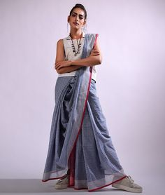 28 Ideas dress wrap stylists for 2019 Saree Wearing Styles, Saree Styles, Trendy Sarees, Stylish Sarees, Saree Blouse Neck Designs, Blouse Patterns, Indian Dresses, Indian Outfits, Saree Models