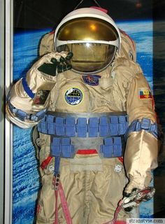 ow to train future astronauts?    The learning process is very complex, but also very entertaining. Tell me, in what other school can find a huge model of the space station, pass a test, hanging upside down, to come to the exam in the suit, eat in the dining room eating out of tubes, learn to use the toilet in zero gravity so that, in any case, not to spill a drop?    Perhaps no one student can not boast such a violent student life.