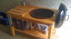 Weber Kugelgrill in Tisch eingebaut