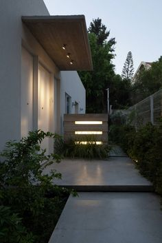 Image 17 of 20 from gallery of Pathway House / Jacobs-Yaniv Architects. Photograph by Uzi Porat Landscape Architecture, Landscape Design, Garden Design, Exterior Lighting, Outdoor Lighting, Outdoor Decor, Cool Ideas, Home Interior Design, Exterior Design