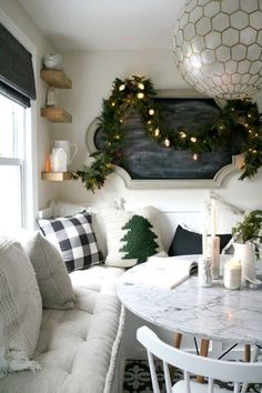 Hygge Christmas Dining Room Decor via nestingwithgrace christmas decorating ideas 21 Christmas Dining Room Decor Ideas christmas decorating ideas Shabby Chic Kitchen, Shabby Chic Decor, Rustic Decor, Diy Christmas Decorations, Room Decorations, Hygge Christmas, Christmas Room, Christmas Trees, Christmas Kitchen