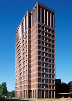 YALE UNIVERSITY, KLINE BIOLOGY TOWER, New Haven CT. Philip Johnson, 1965.