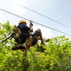 Sunday funday! ORP's tour guide, José, speeds by on the last #zipline to the Rancho. The ride on our final zipline of the property lasts for over 60 seconds and has unparalleled views of our 850 acre private river valley. Book you next Eco-adventure by clicking the link in our bio! Pura Vida!  #oceanranchpark #costarica #cr #costa #puravida #eco #rainforest #jungle #jaco #adventure #adventuretime #ecotourism #travel #best #instagood #travelstoke #wildernessculture #fun #waterfall #rappell…