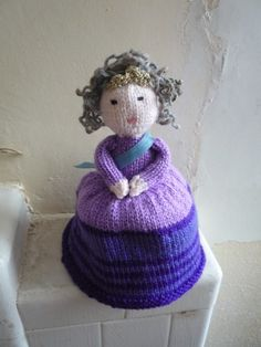 Shape Shifting Reptilian Queen doll knitting by knitforvictory, $5.50