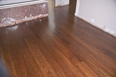 Parquet multicapa de roble teñido. Hardwood Floors, Flooring, Barcelona, New Homes, Oak Tree, Wood Floor Tiles, New Home Essentials, Hardwood Floor, Paving Stones