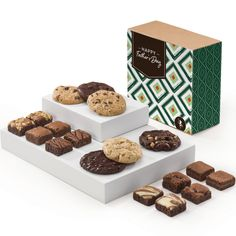 Did you turn out awesome? Thank your Dad on Father's Day for guiding the way with food! Tell him how sweet he is with a sweet treat from Fairytale Brownies - brownies, cookies, blondie bars. He'll appreciate the gesture and love the gift. Perfect gift for step-dad, grandpa, uncle, brother, first dad. Chocolate Toffee, Caramel Pecan, Mint Chocolate, Chocolate Espresso, Cookie Gift Baskets, Cookie Gifts, Food Gifts, Mother's Day Cookies, Fall Cookies