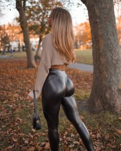 Dance Outfits, Sexy Outfits, Leder Outfits, Shiny Leggings, Sexy Latex, Leggings Fashion, Leather Fashion, Look Fashion, Edgy Outfits