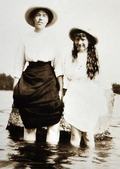 Grand Duchess Olga Alexandrovna Romanova of Russia with her favourite niece,the Grand Duchess Anastasia Nikolaevna Romanova of Russia. Anastasia Romanov, Grand Duchess Olga, House Of Romanov, Russian Literature, Alexandra Feodorovna, Royal Princess, Princess Diana, Tsar Nicholas Ii, Grand Duke
